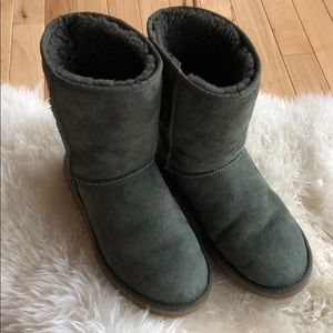 UGG Classic Short Boot in Green, Size 8